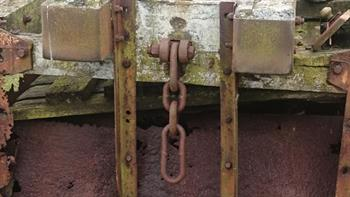 End view of tippler truck, showing coupling chain